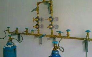 中心供氧系统汇流排连接氧气瓶的方法步骤